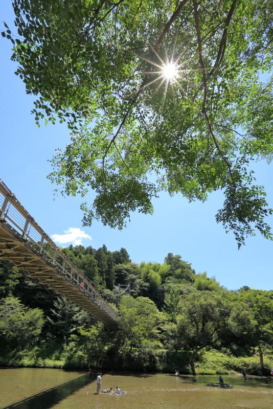 からり橋と小田川_8月(愛媛県内子町)イメージ1